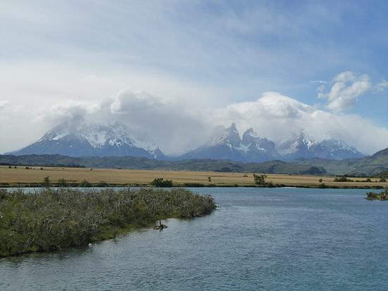 from left to right: Cerro Paine Grande, Cuerno Norte, Cuerno Este, Monte Almirante Nieto