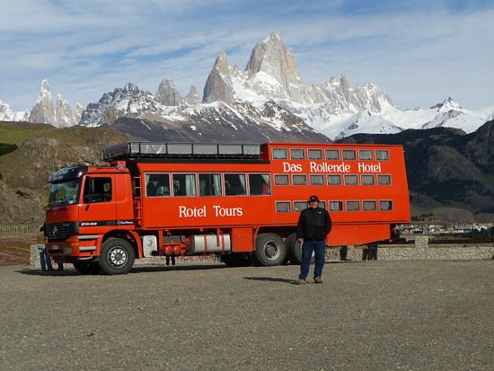 our driver Markus Wölfl with the bus in front of the Cerro Torre left and the Cerro Fitz Roy in the middle