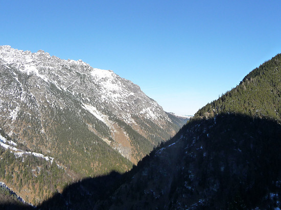View from the lower Valorsch valley to Helwangspitz (left) and Drei Schwestern (right)